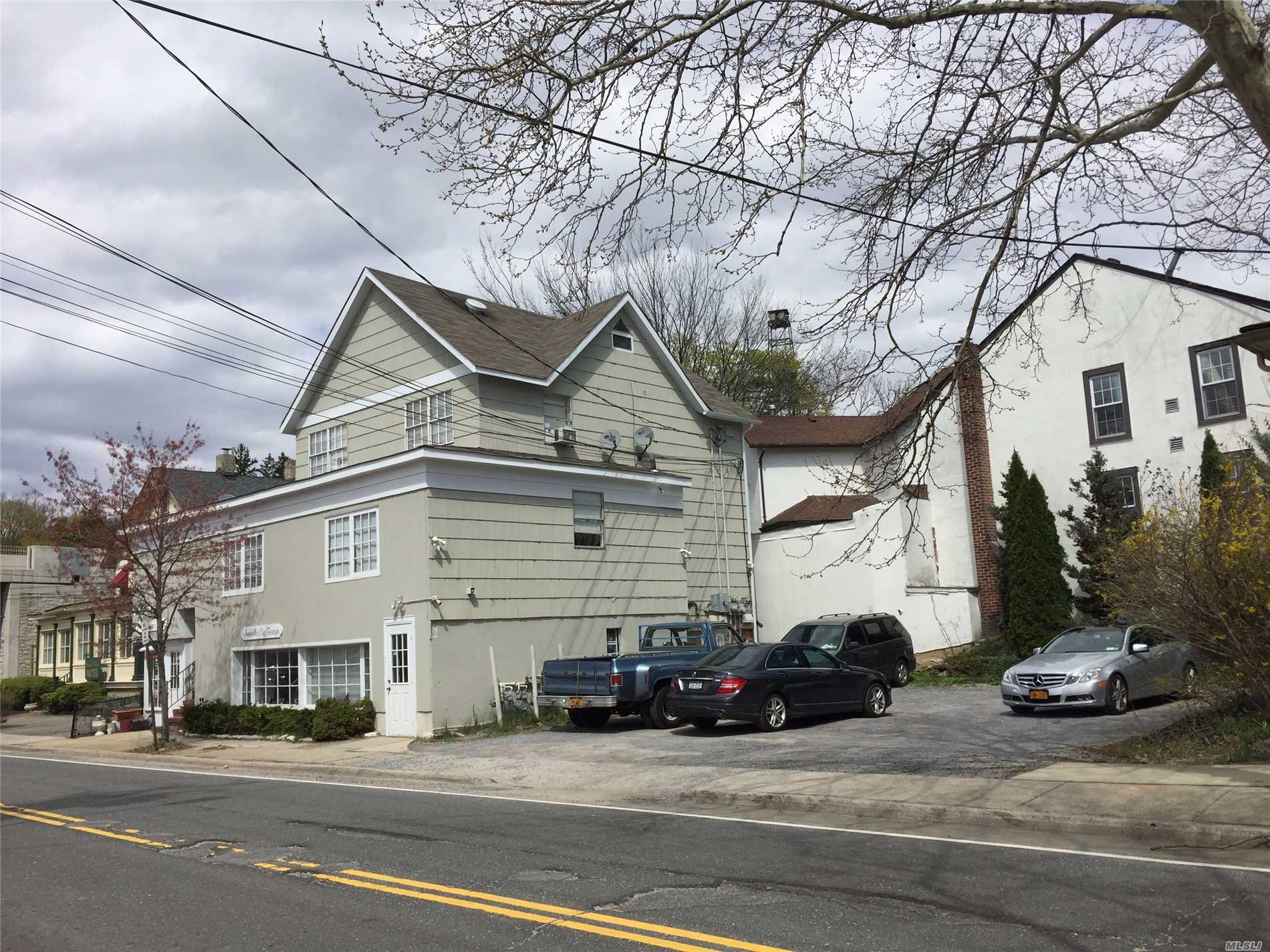 Photo of home for sale at 20 Bryant Ave, Roslyn NY