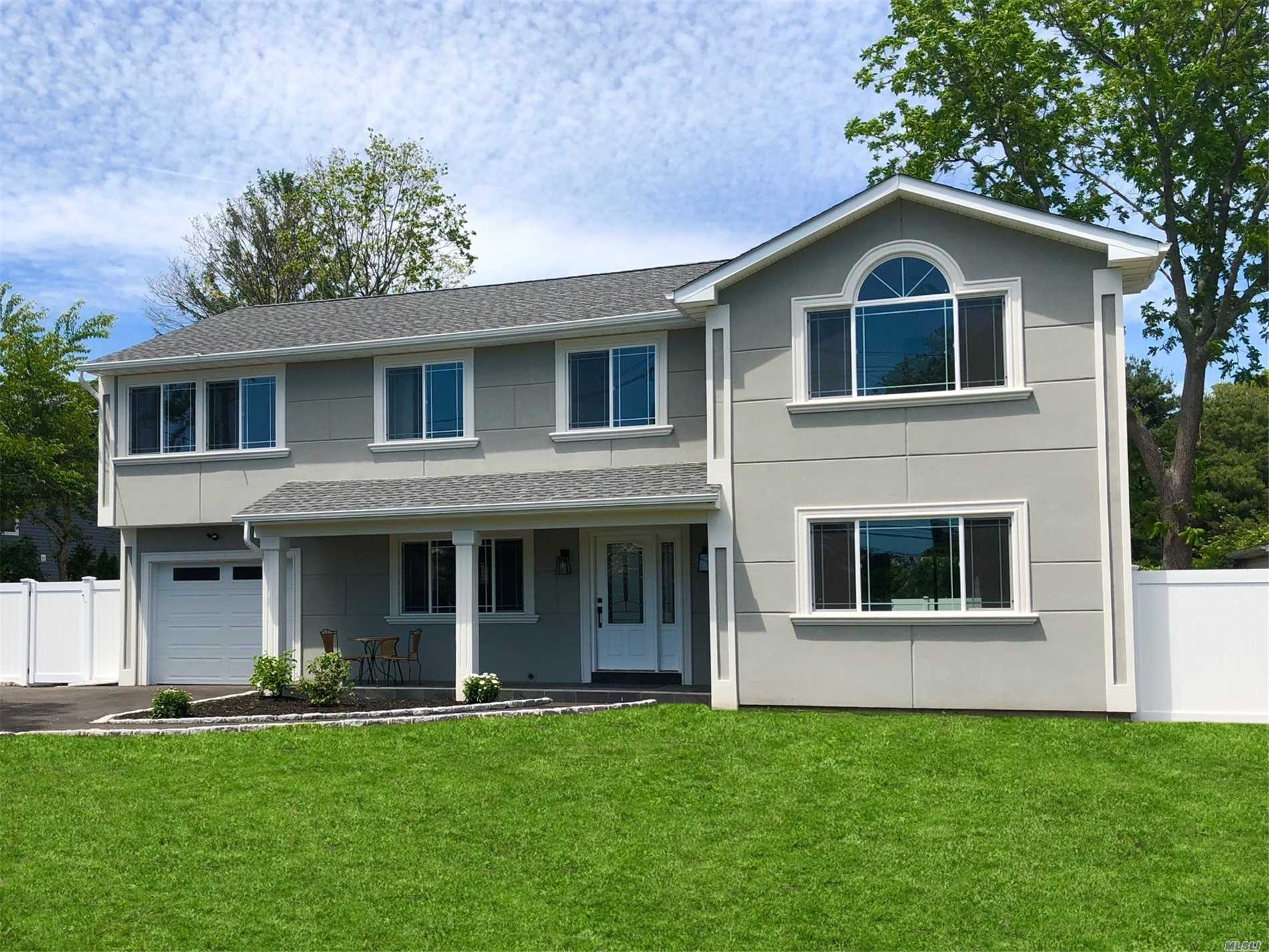 Photo of home for sale at 23 Haide Pl, East Islip NY