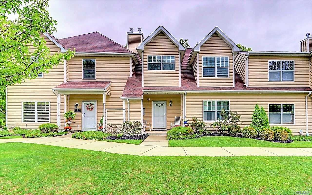 Property for sale at 8 Daremy Cir, Medford,  NY 11763