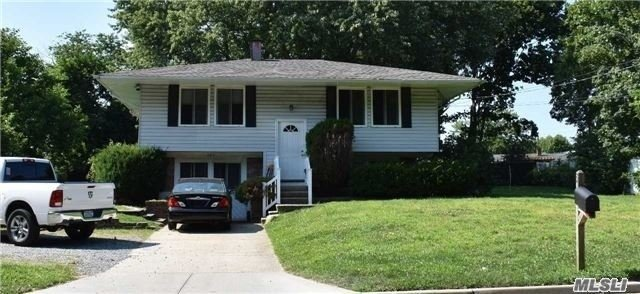 Photo of home for sale at 285 Sheep Pasture Rd, East Setauket NY