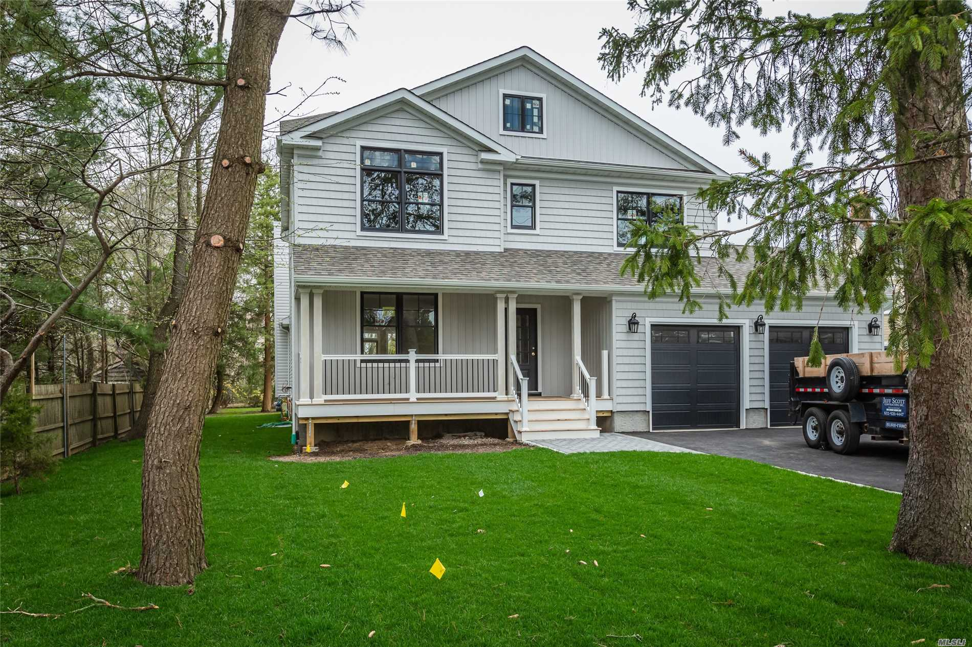 Photo of home for sale at 94 Ocean Ave, Islip NY