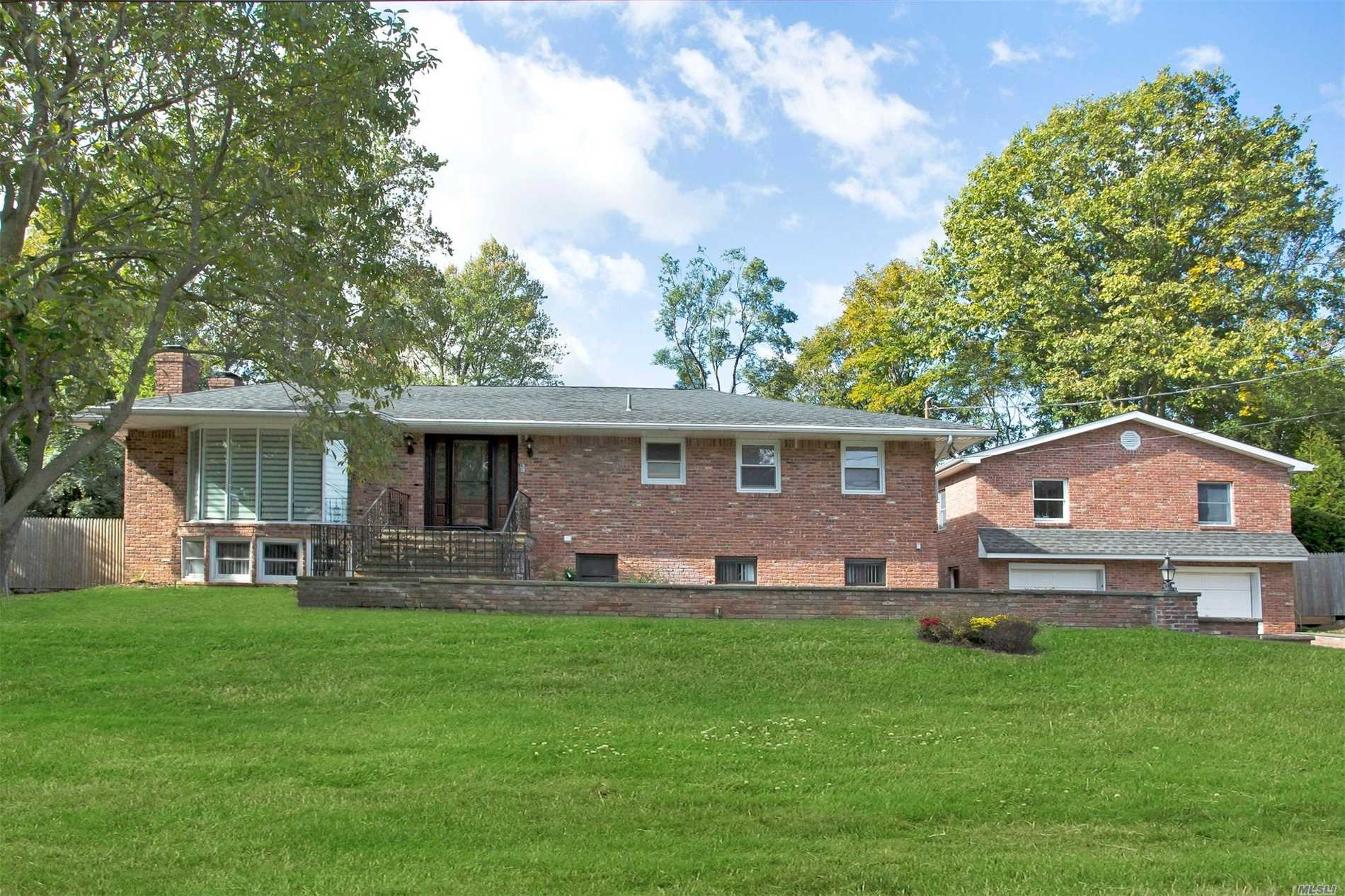 Photo of home for sale at 14 High Elms Ln, Glen Cove NY