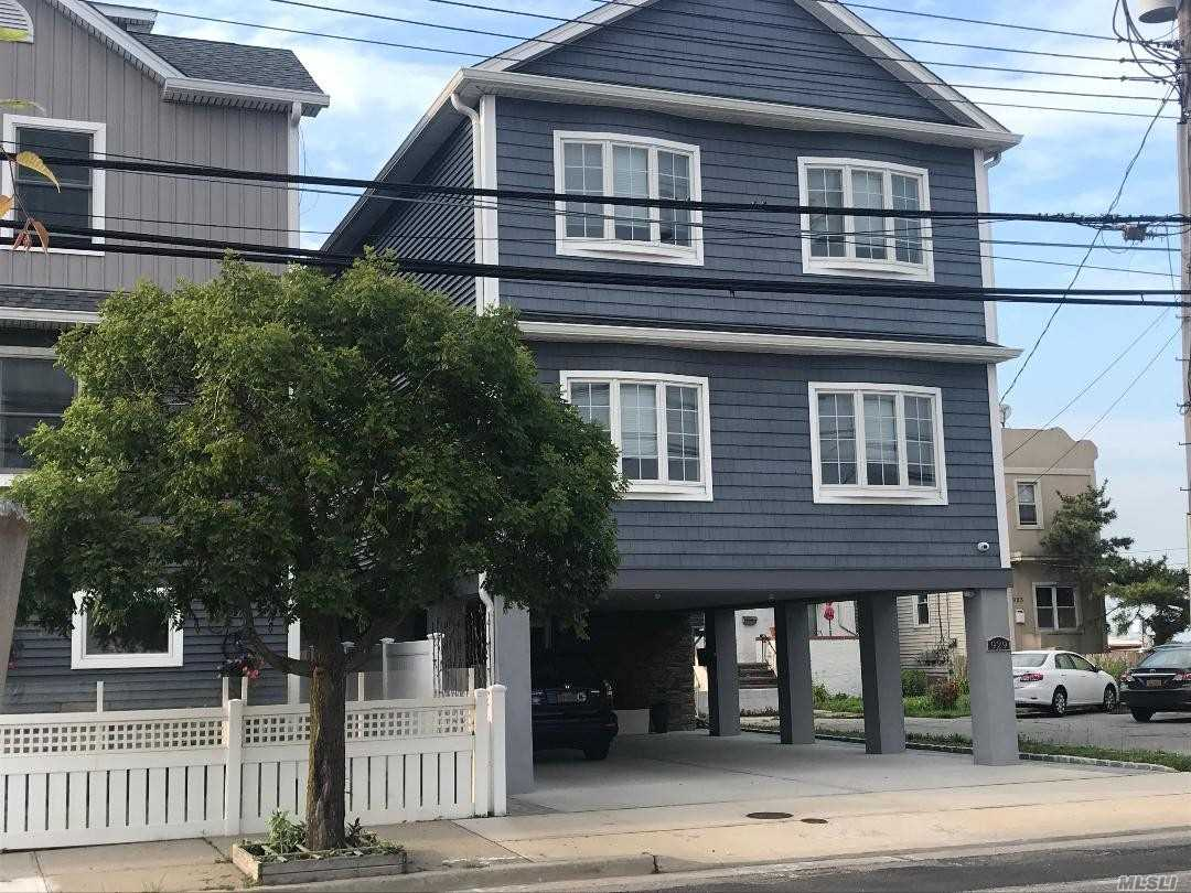 Photo of home for sale at 929 Park Ave W, Long Beach NY