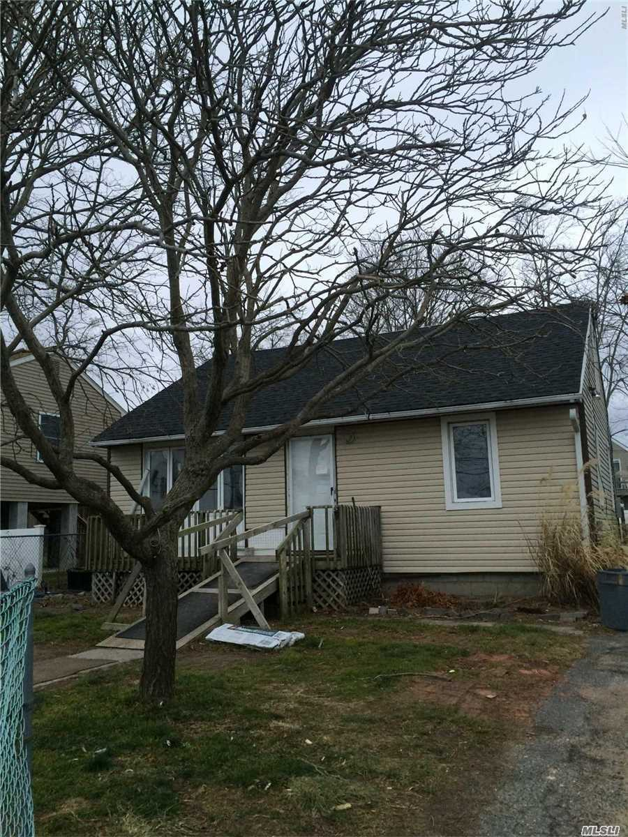 Photo of home for sale at 11 Shore Dr, Mastic Beach NY