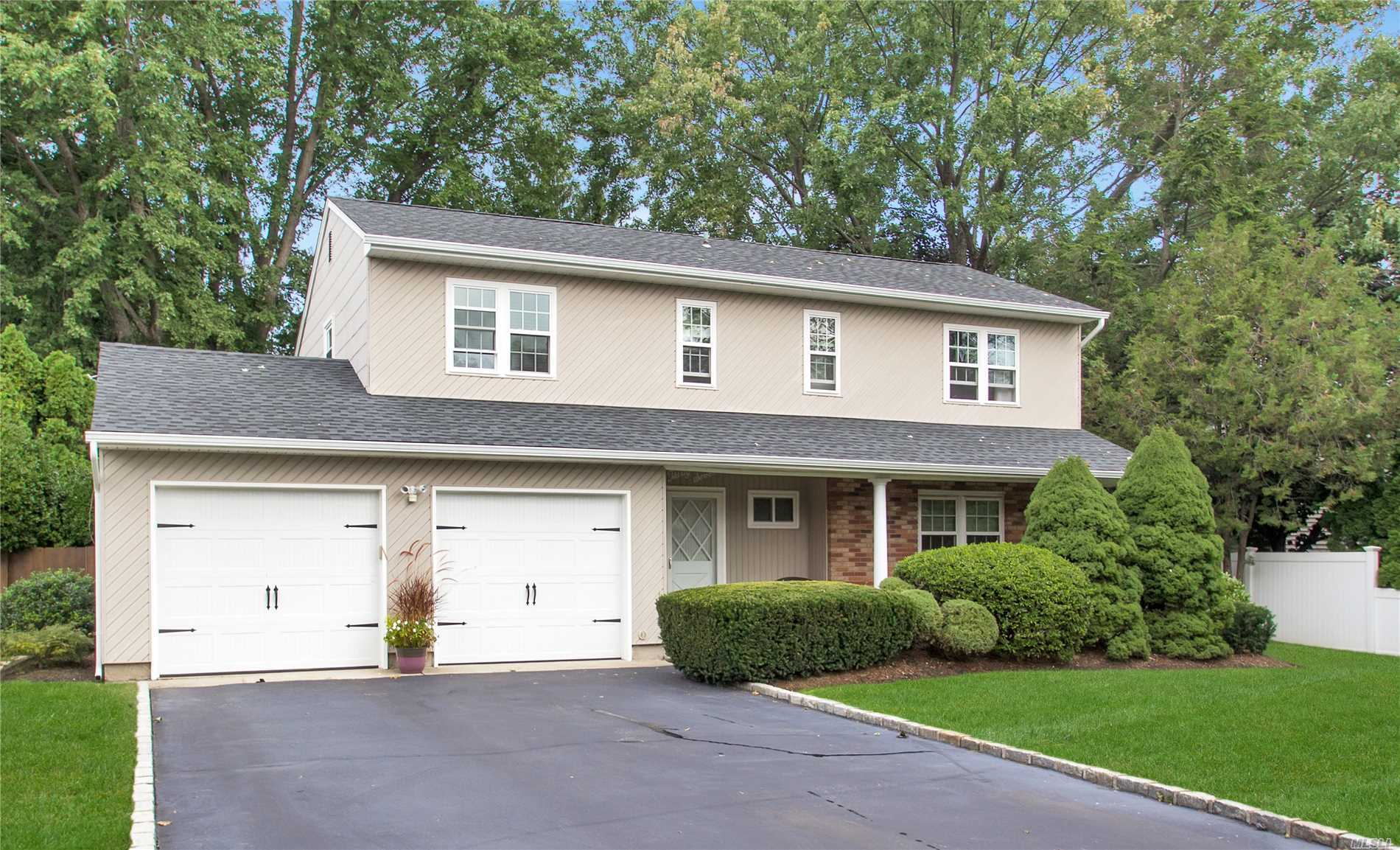 Photo of home for sale at 37 Sandy Hollow Dr, Smithtown NY