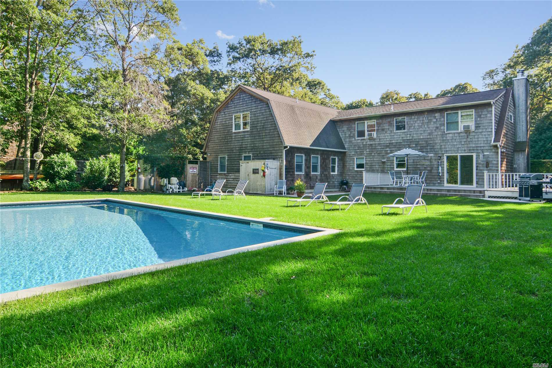 Photo of home for sale at 47 Manor Ln N, East Hampton NY