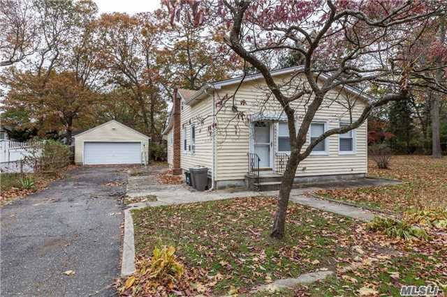 Photo of home for sale at 46 Olive St, Lake Grove NY