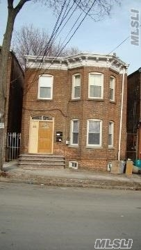 Photo of home for sale at 218 Renwick, Newburgh NY