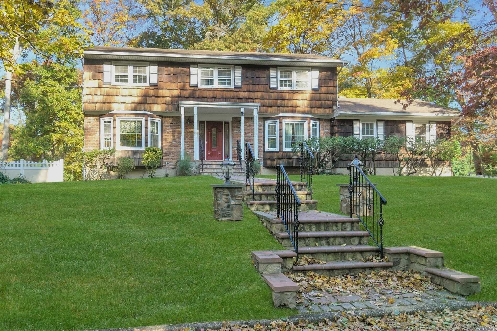 Photo of home for sale at 23 Cornwallis Rd, Setauket NY