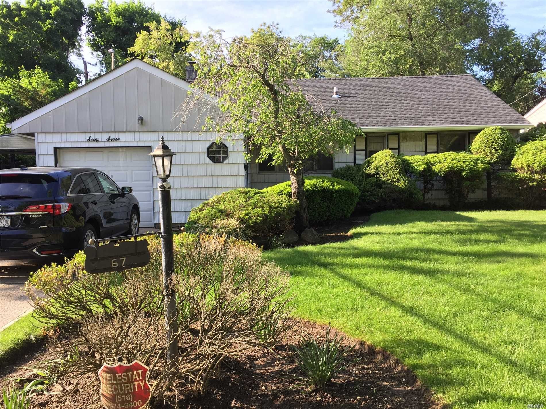 Photo of home for sale at 67 Rosedale Rd, Valley Stream NY