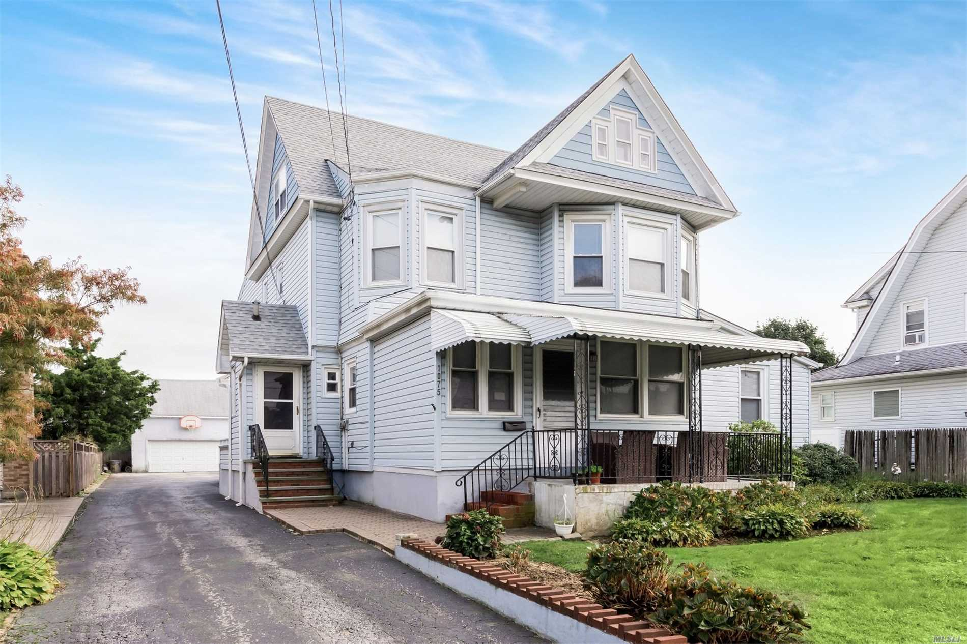 Photo of home for sale at 1075 Broadway W, Woodmere NY