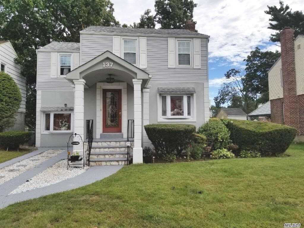 Photo of home for sale at 137 Opal St, Elmont NY