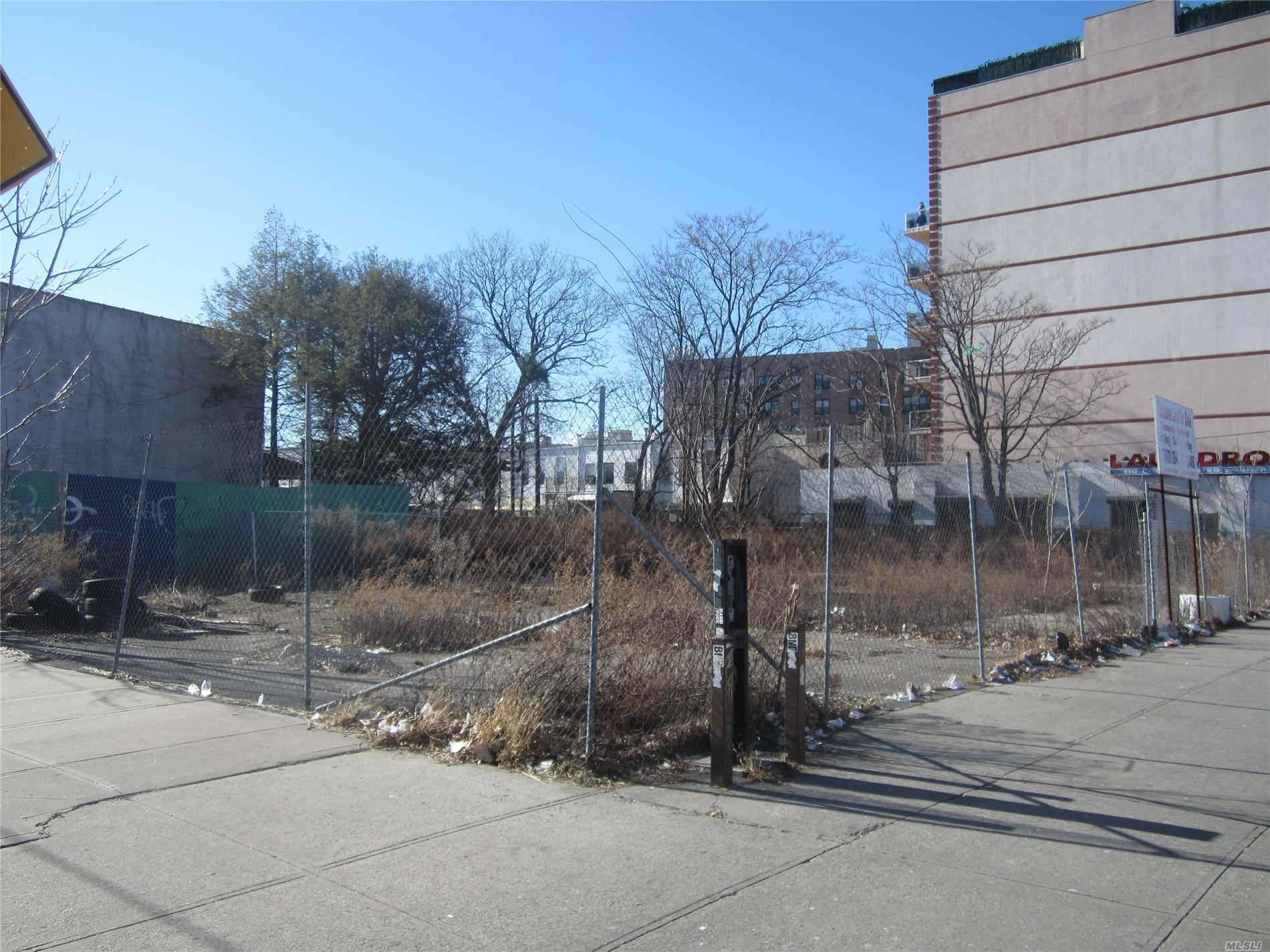 Photo of home for sale at 398 Kings Hwy, Brooklyn NY