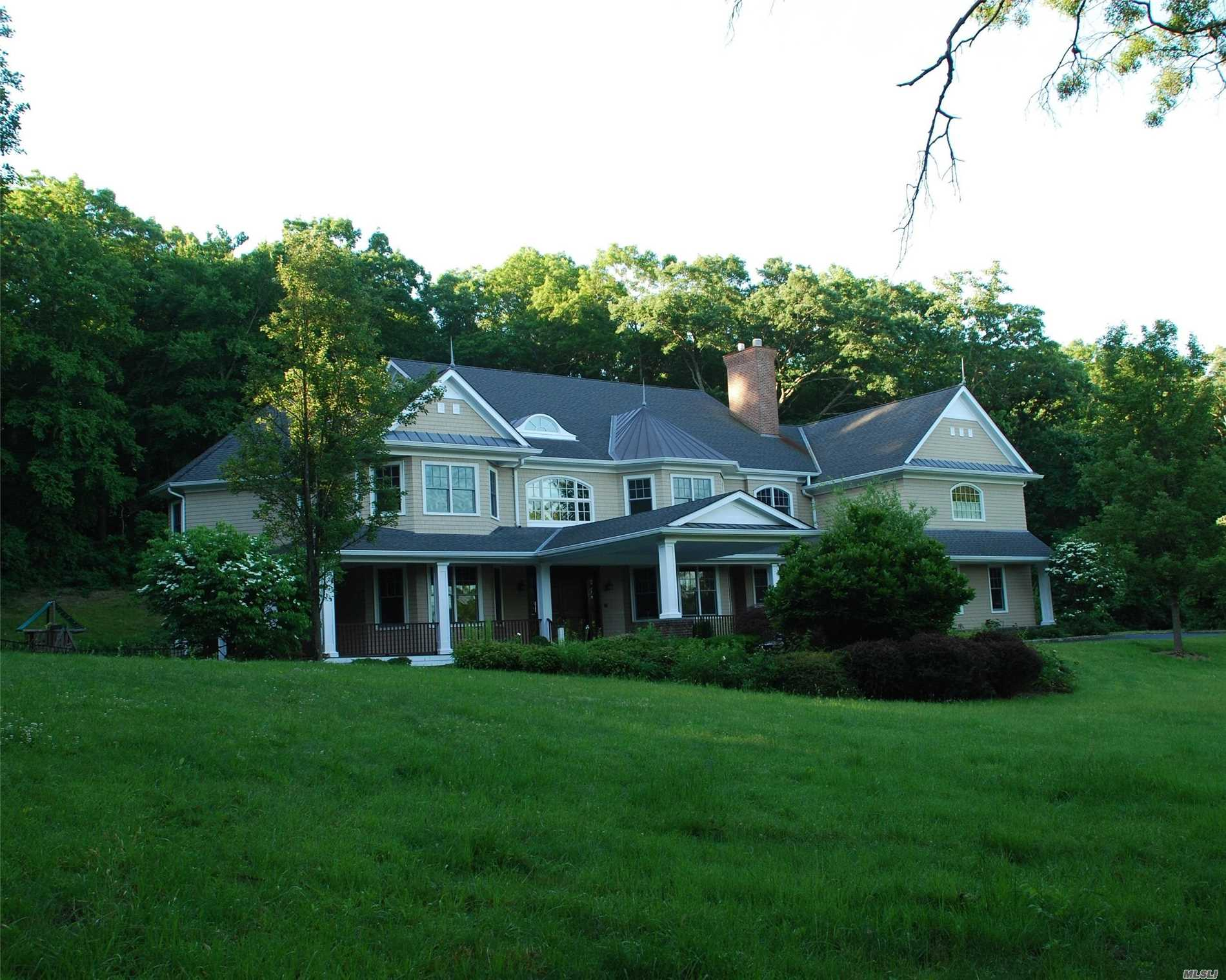 Photo of home for sale at 328 Mill Hill Rd, Mill Neck NY