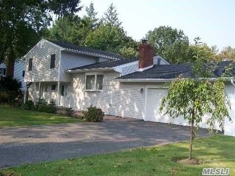 Photo of home for sale at 57 Earl Rd, Melville NY