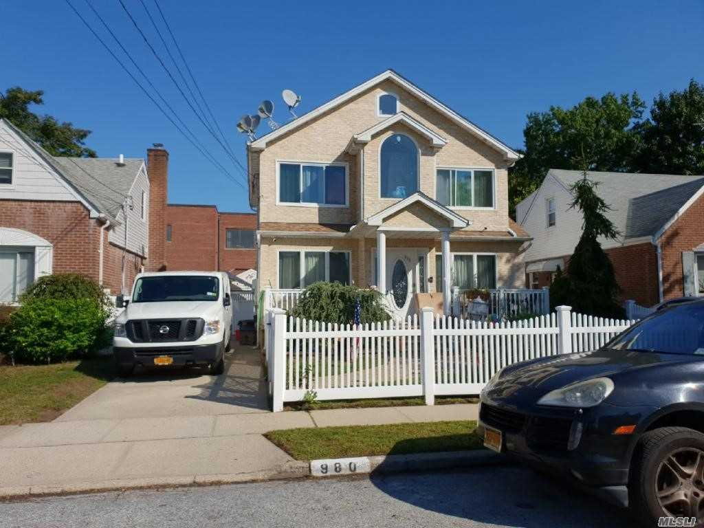 Photo of home for sale at 980 Cloud Ave, Franklin Square NY