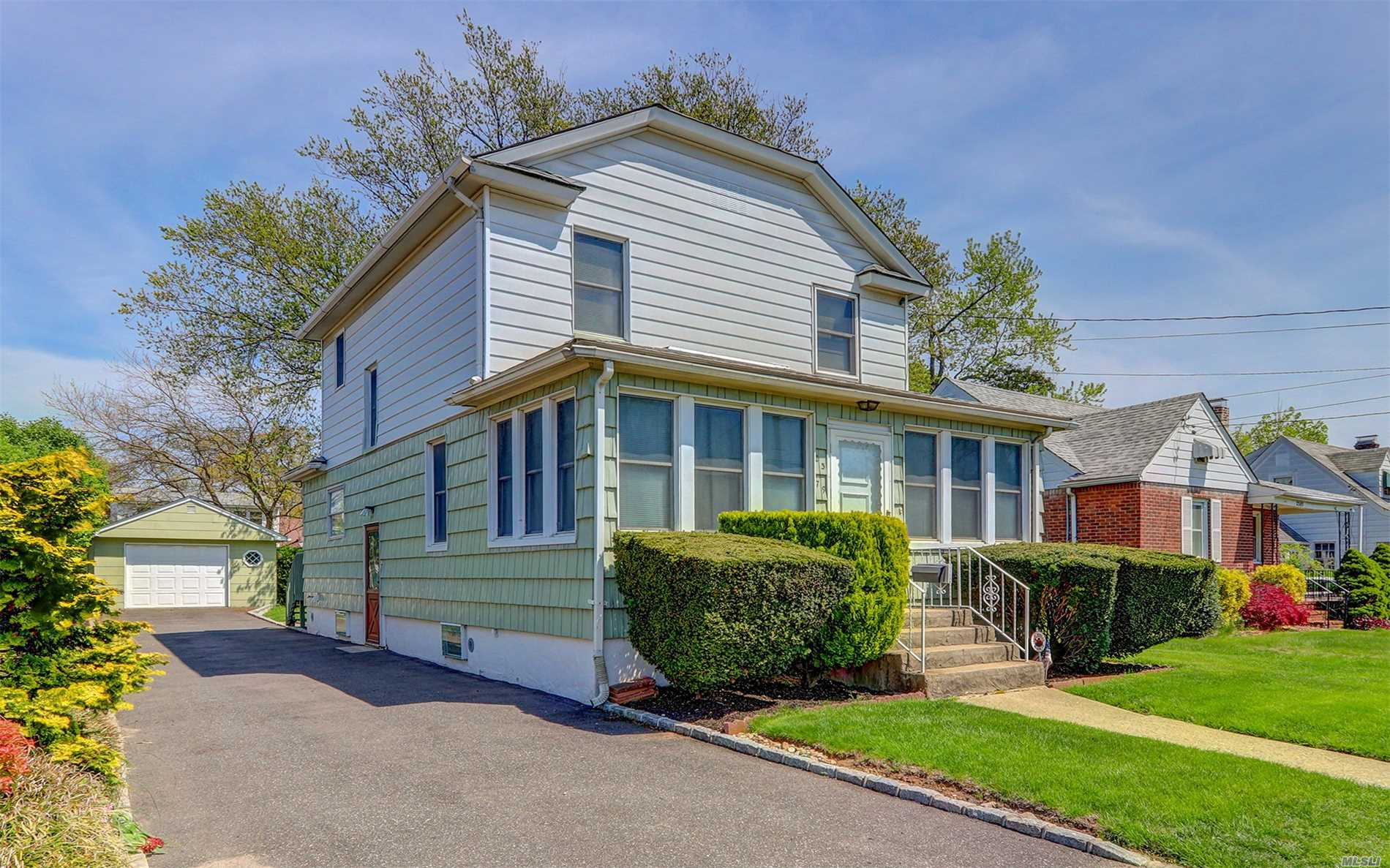Photo of home for sale at 2379 Bellmore Ave, Bellmore NY