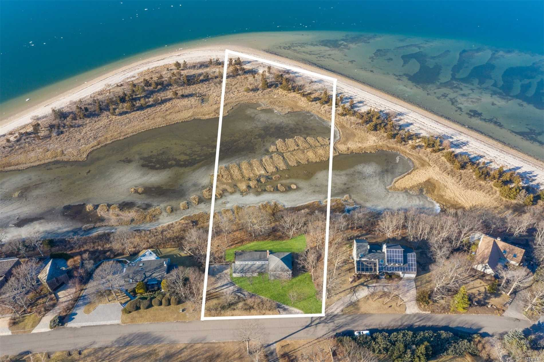 Photo of home for sale at 9 Point Ln, Shelter Island NY