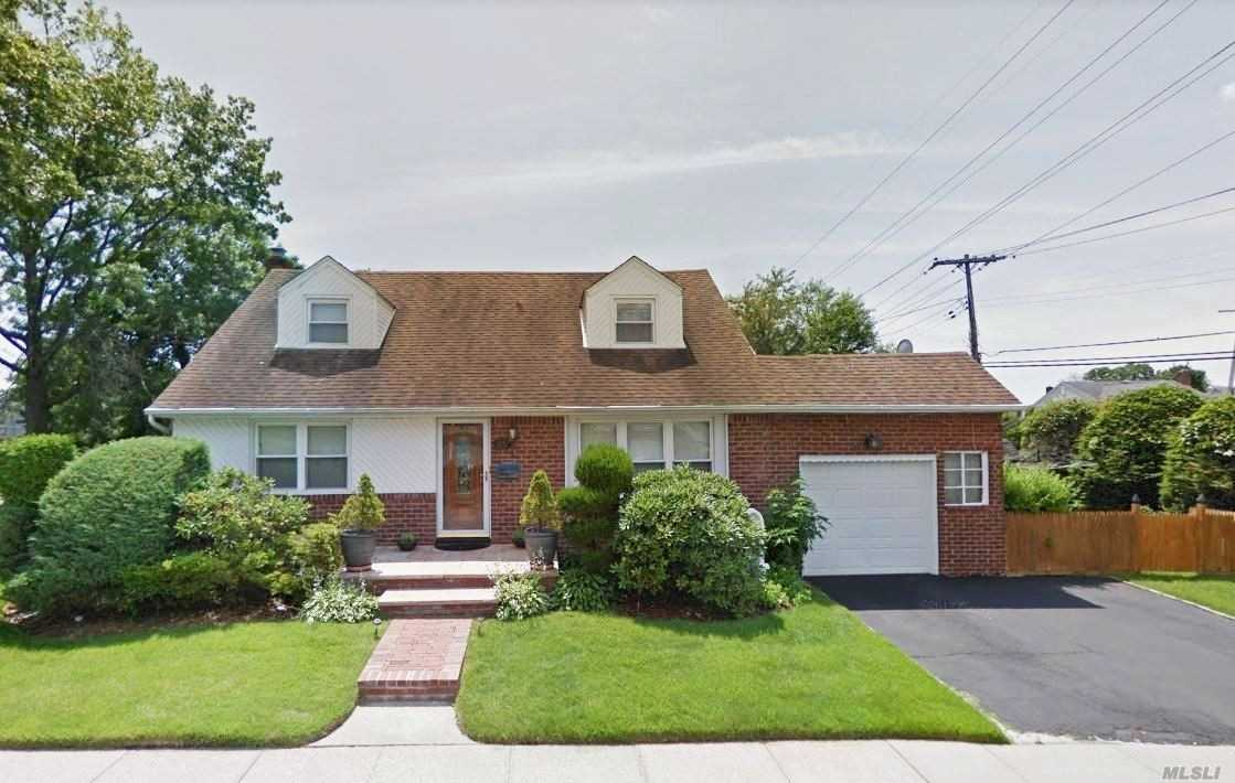 Photo of home for sale at 301 Roselle St, Mineola NY