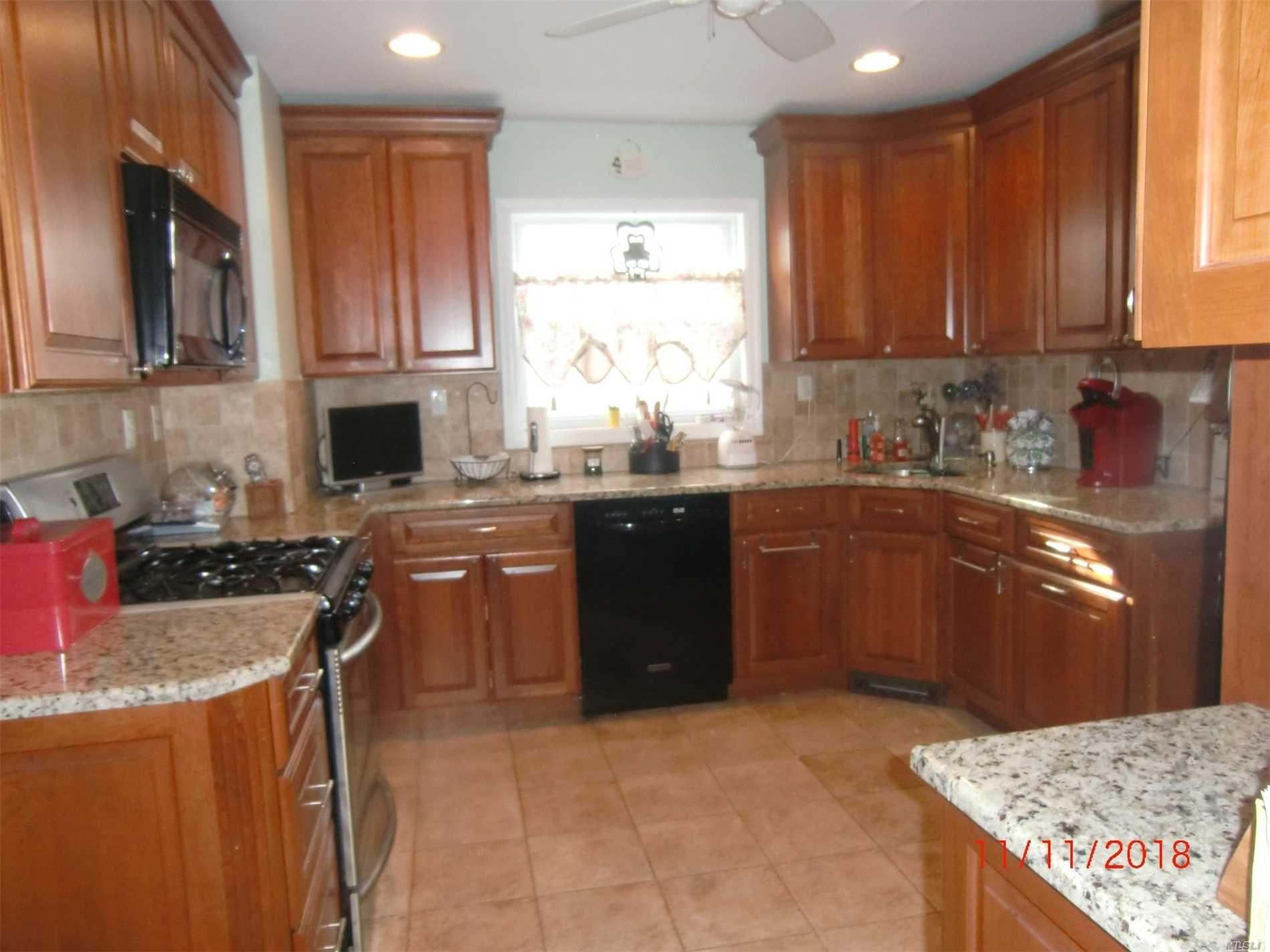 Photo of home for sale at 54 Hartwell Pl, Woodmere NY