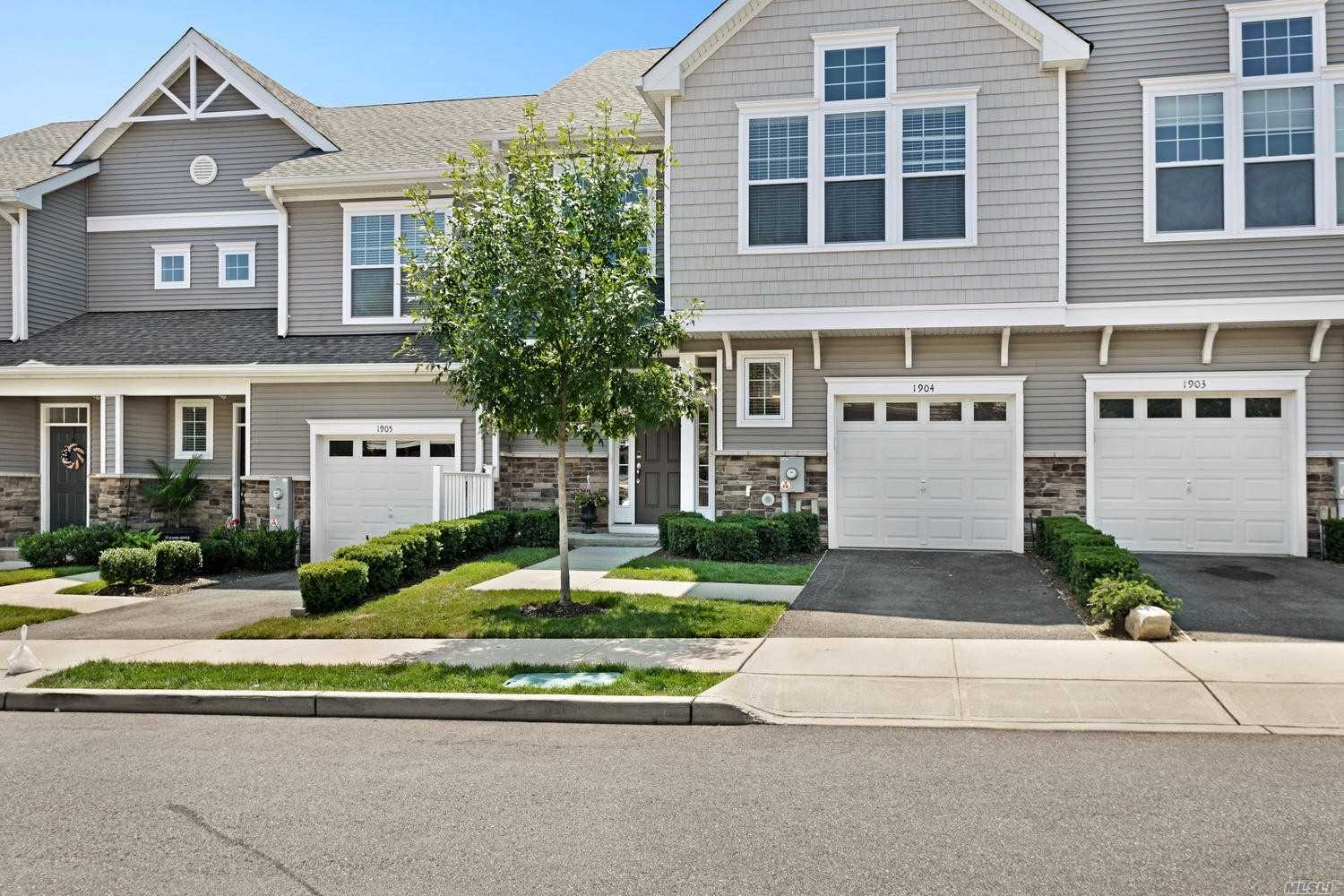 Property for sale at 1904 Townhome Way, Huntington Sta,  New York 11746