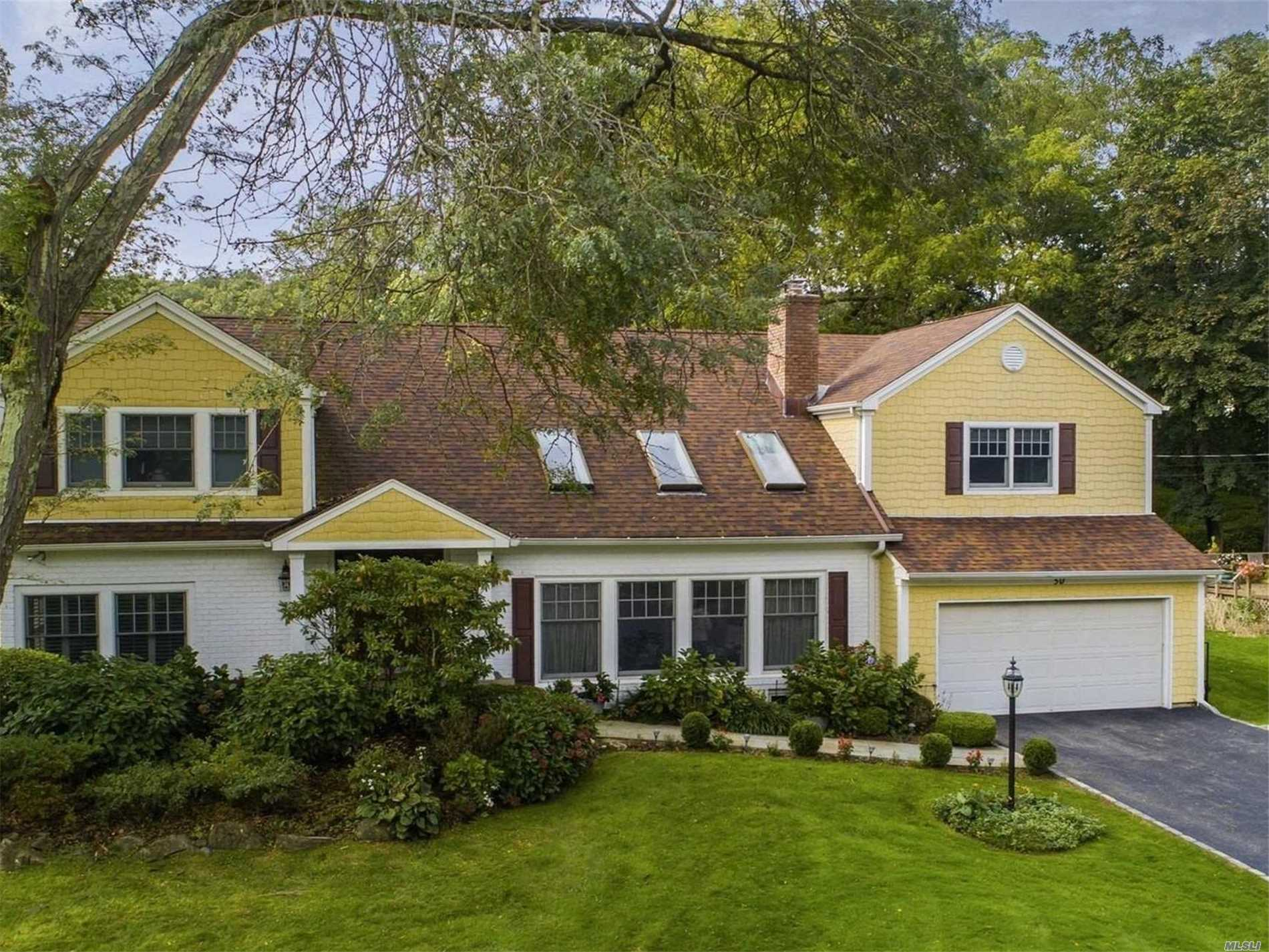Photo of home for sale at 50 Walnut Dr, East Hills NY
