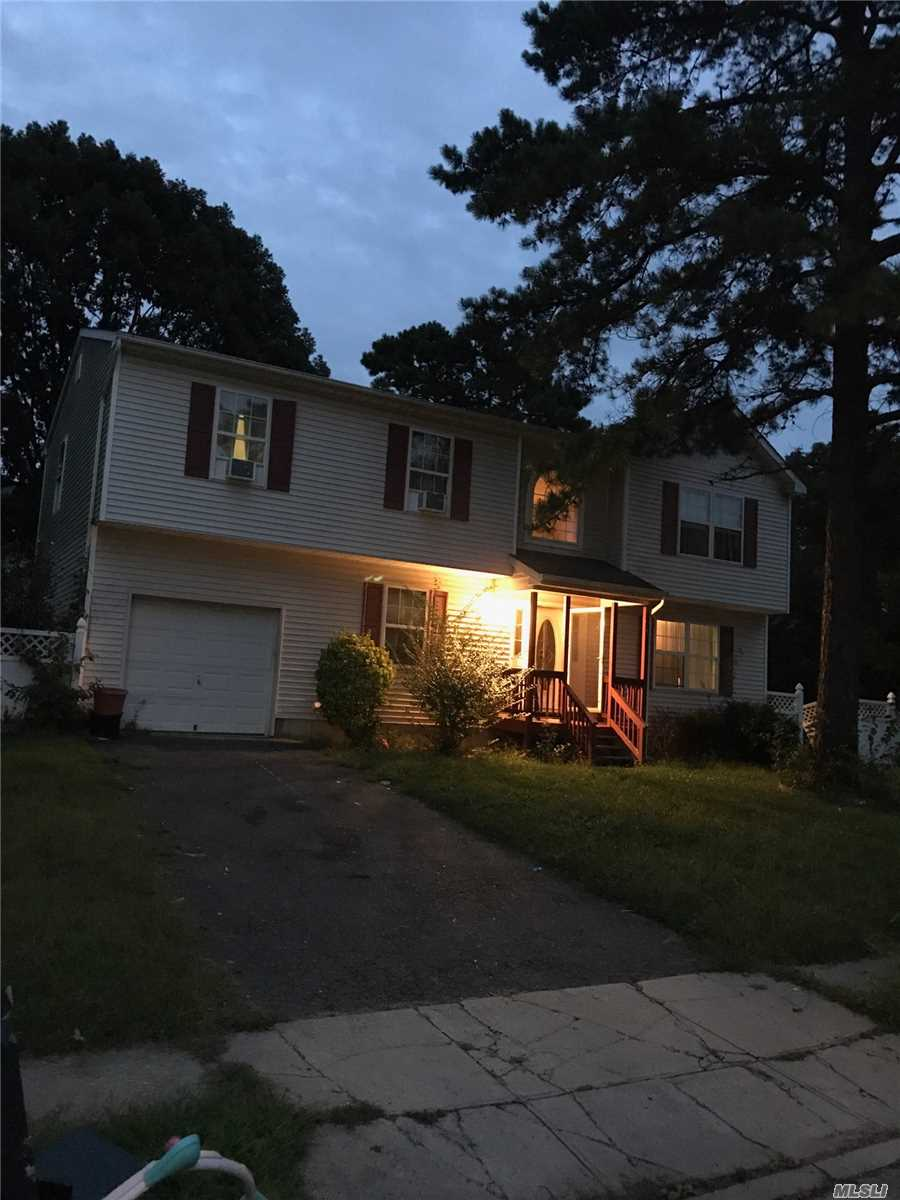 Photo of home for sale at 71 Princess Ave, Bay Shore NY