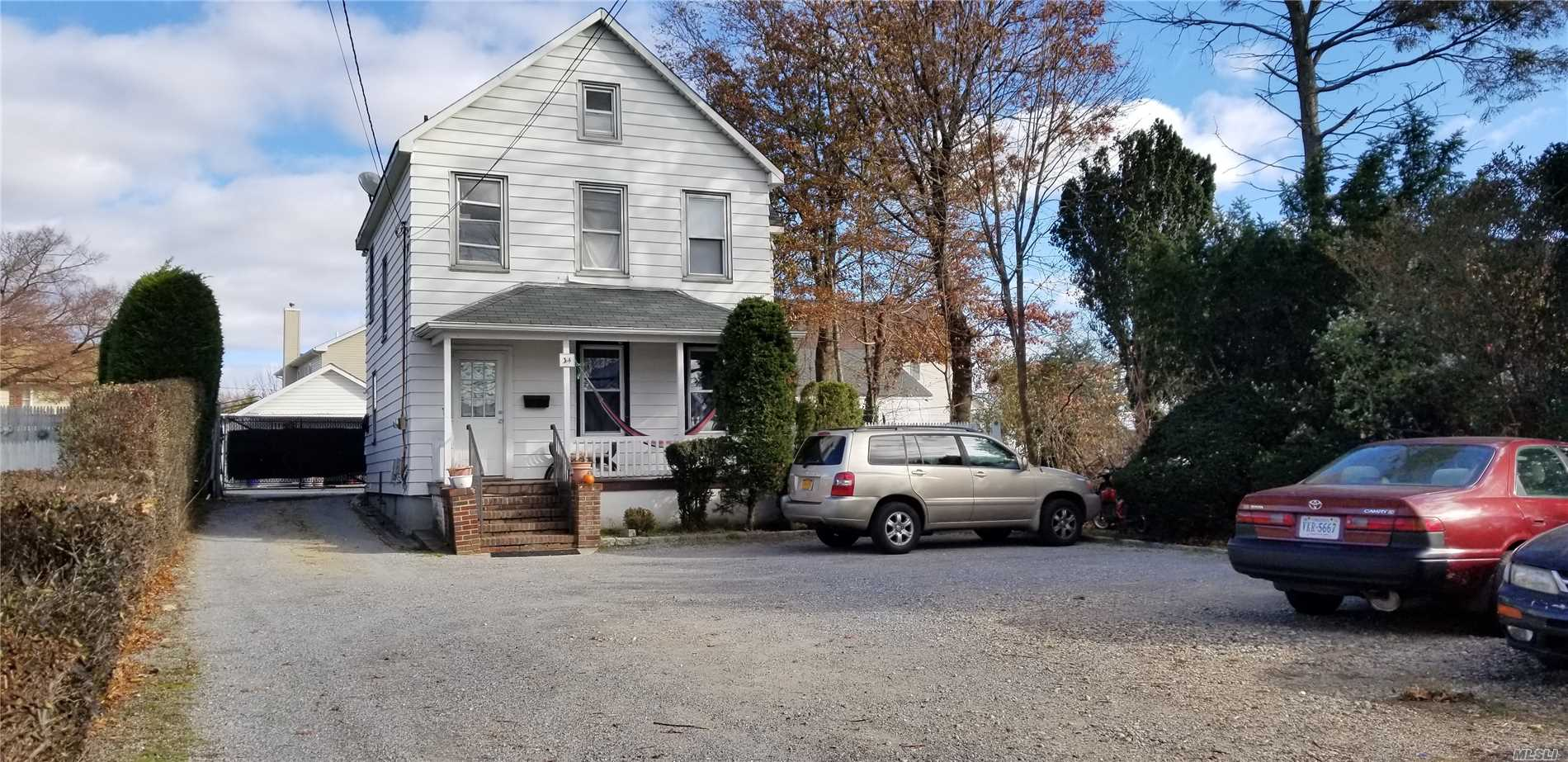 Photo of home for sale at 40 Ellison Ave, Westbury NY