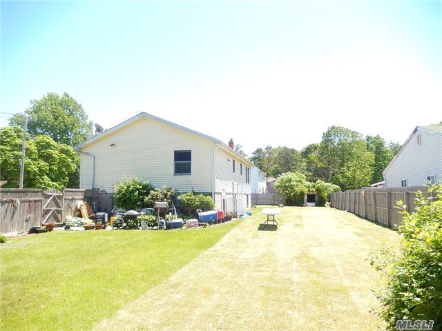 Photo of home for sale at 244 Hawthorne St, Mastic Beach NY