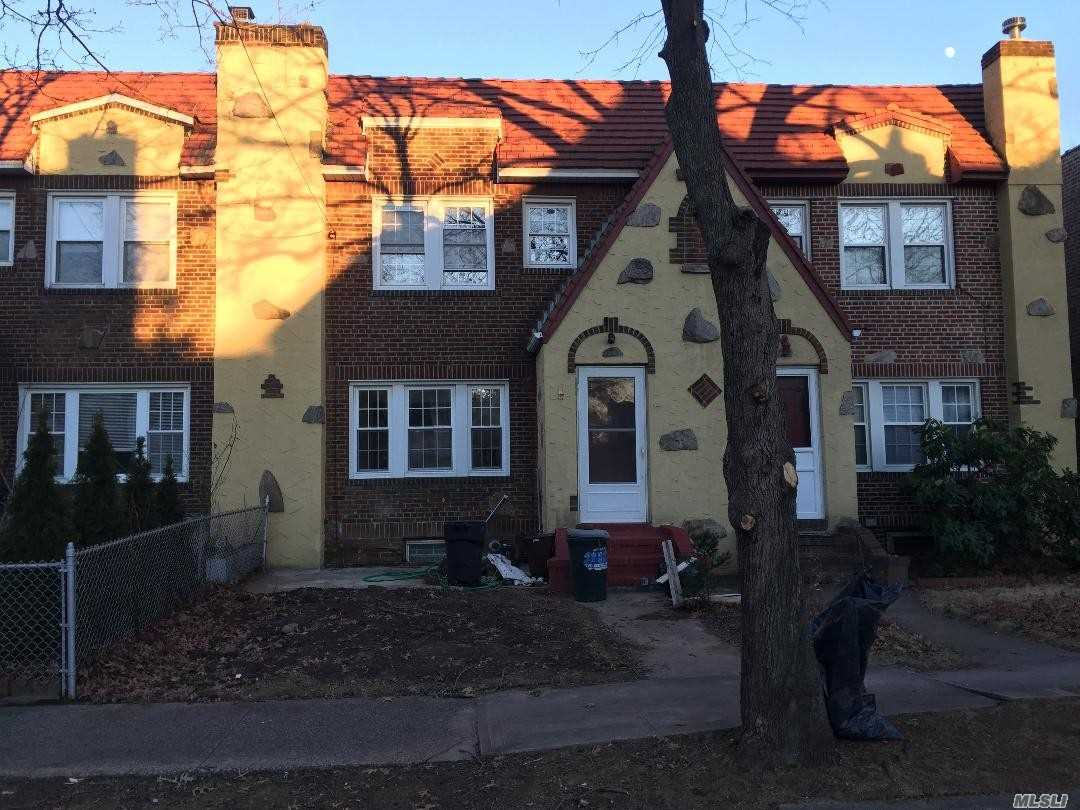 Photo of home for sale at 47-09 188th St, Flushing NY