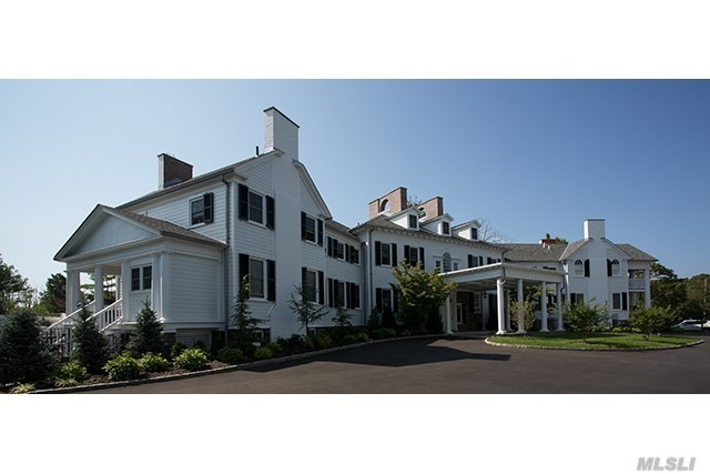 Photo of home for sale at 1001 Montauk Hwy, West Islip NY