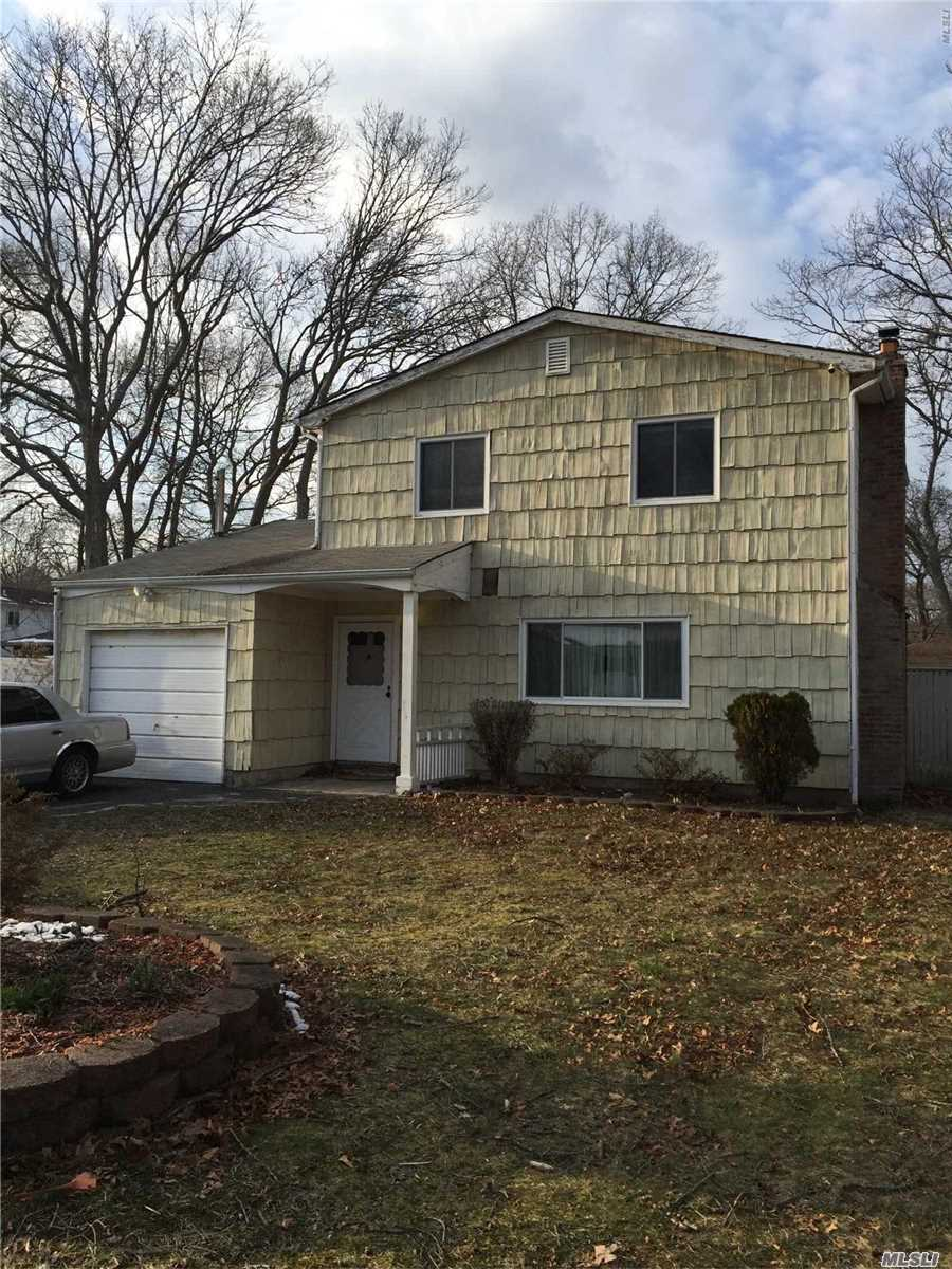 Photo of home for sale at 105 Shinnecock Ave, Mastic NY