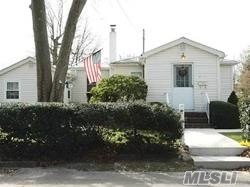Photo of home for sale at 800 Freedom St, Babylon NY