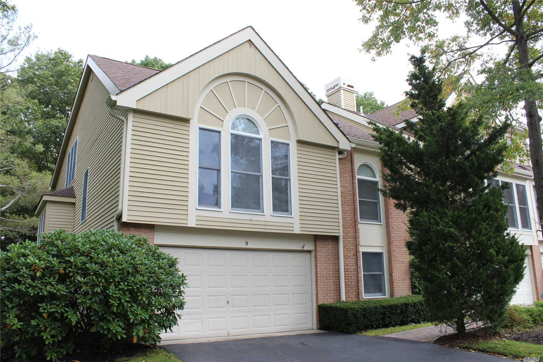 Property for sale at 9 Willow Ridge Dr, Smithtown,  NY 11787