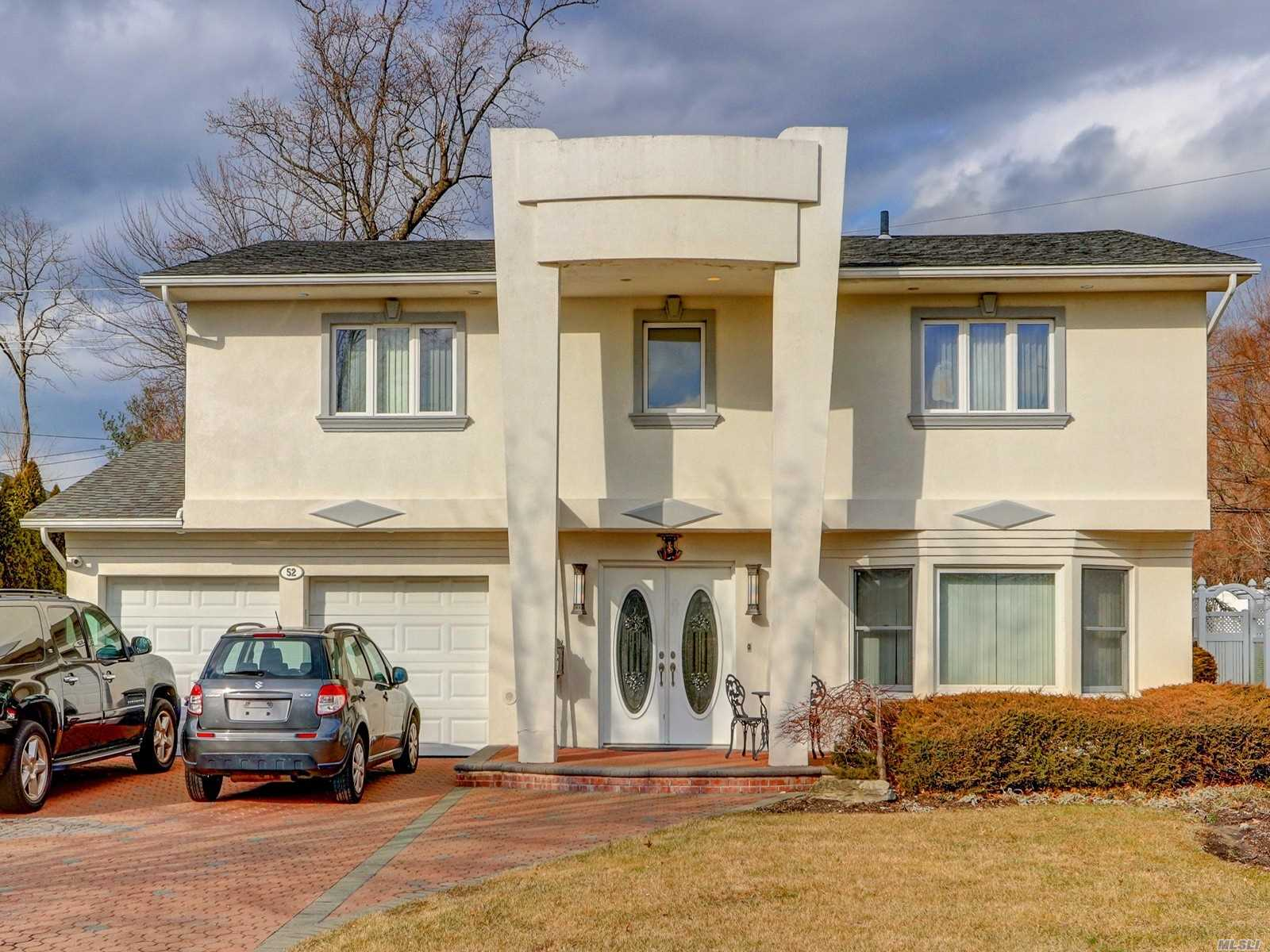 Photo of home for sale at 52 Knolls Dr, Manhasset Hills NY