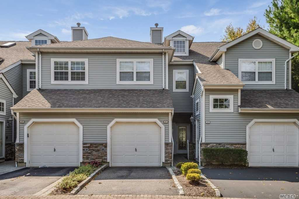 Property for sale at 45 Carriage Ln, Plainview,  NY 11803