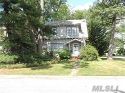 Photo of home for sale at 2122 Jones Ave, Wantagh NY