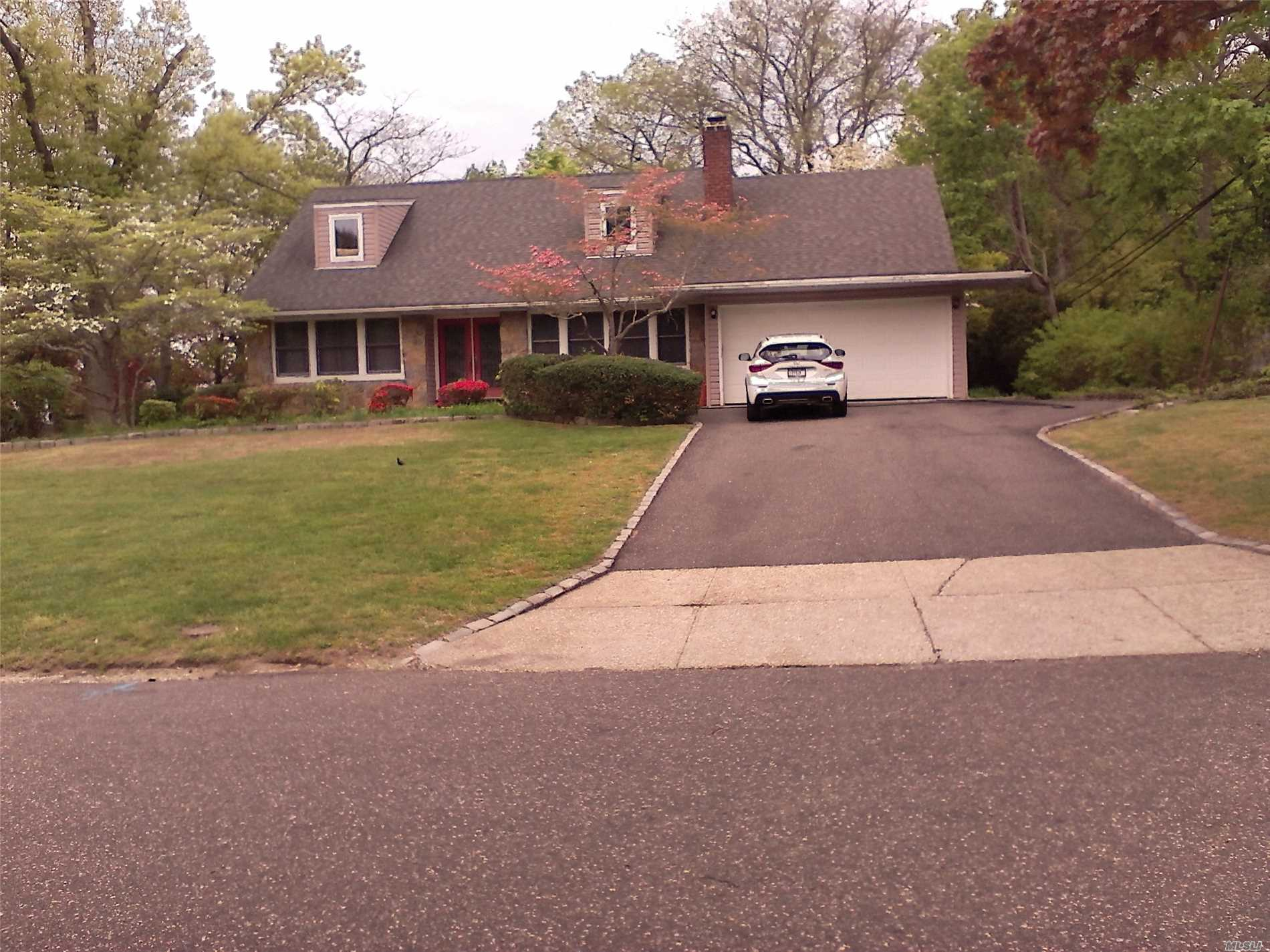 Photo of home for sale at 8 Eden Dr, Smithtown NY