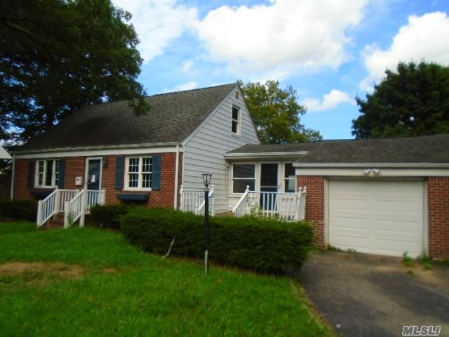 Photo of home for sale at 24 Melville Rd, Huntington Sta NY