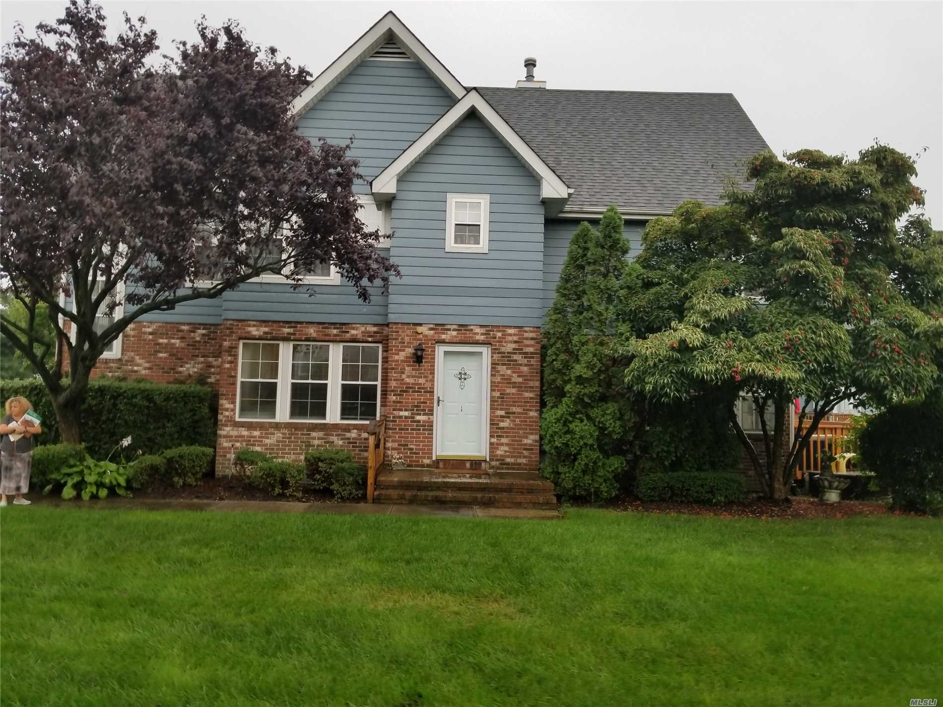 Property for sale at 1 Goldenwood Cir, Central Islip,  NY 11722