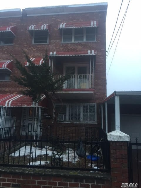 Photo of home for sale at 453 Saint Lawrence Ave, Bronx NY