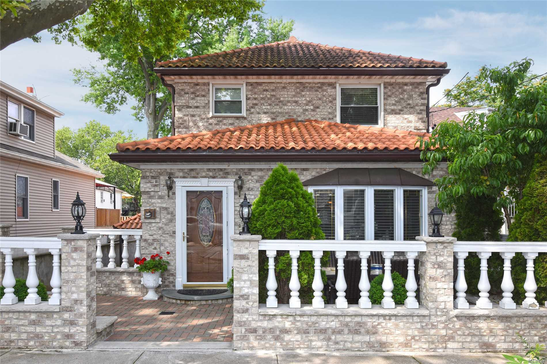 Photo of home for sale at 725 Vincent Ave, Bronx NY