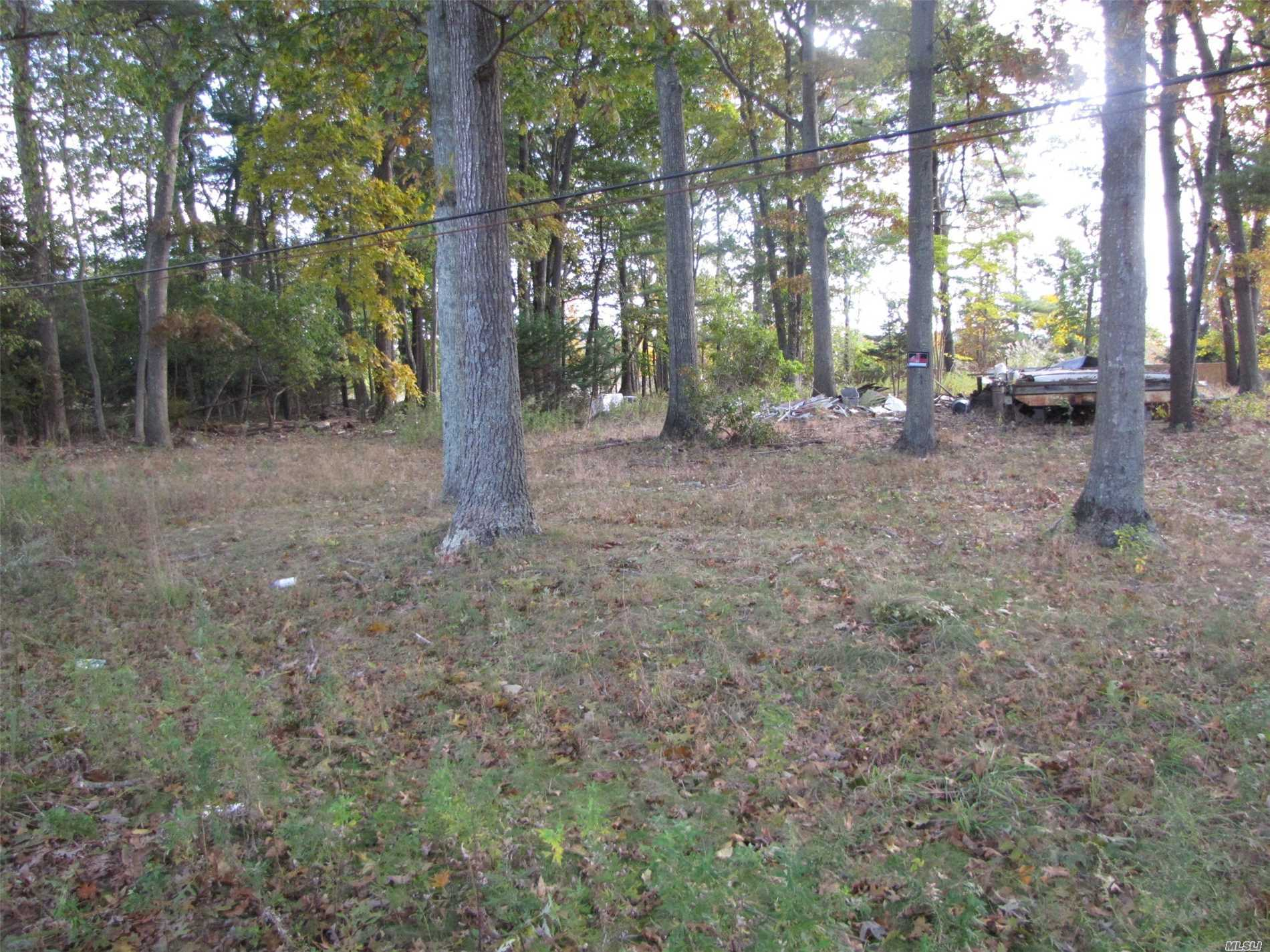Photo of home for sale at 800 Johns Rd, Mattituck NY
