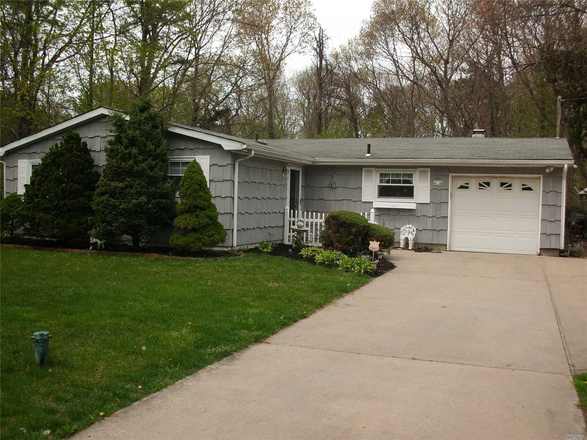 Photo of home for sale at 137 Crestwood Dr E, Yaphank NY