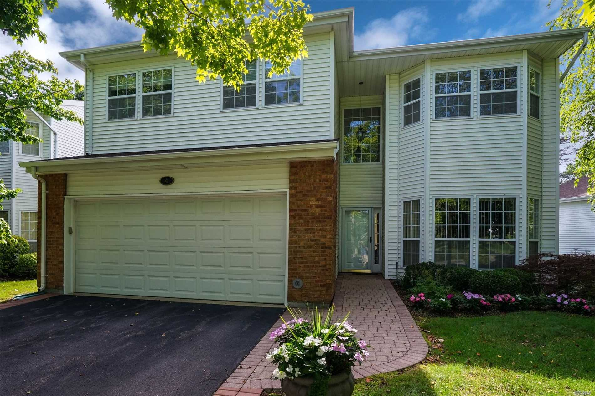 Property for sale at 4 Hamlet Dr, Commack,  NY 11725
