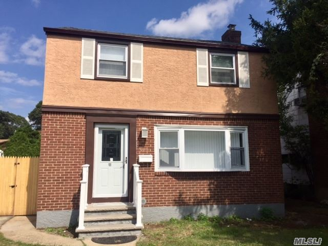 Photo of home for sale at 529 Bedell Ter, West Hempstead NY