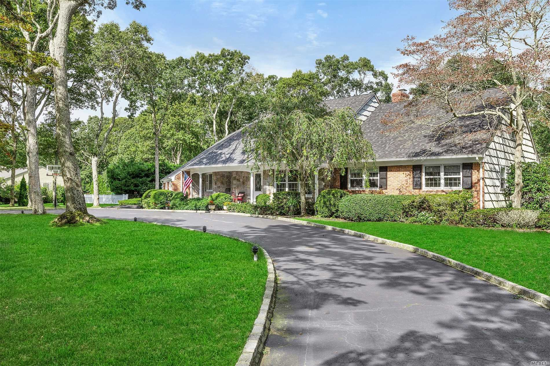 Photo of home for sale at 20 Woodfield Ave, East Quogue NY