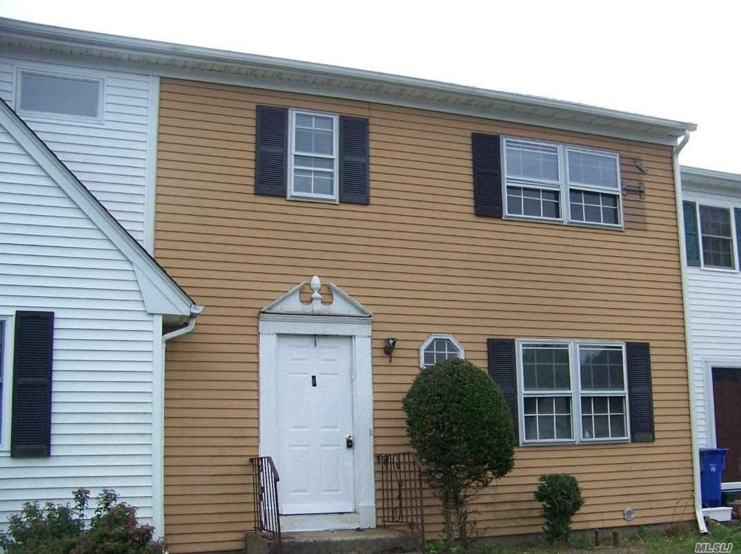 Property for sale at 29 Hampton Ct, Coram,  NY 11727