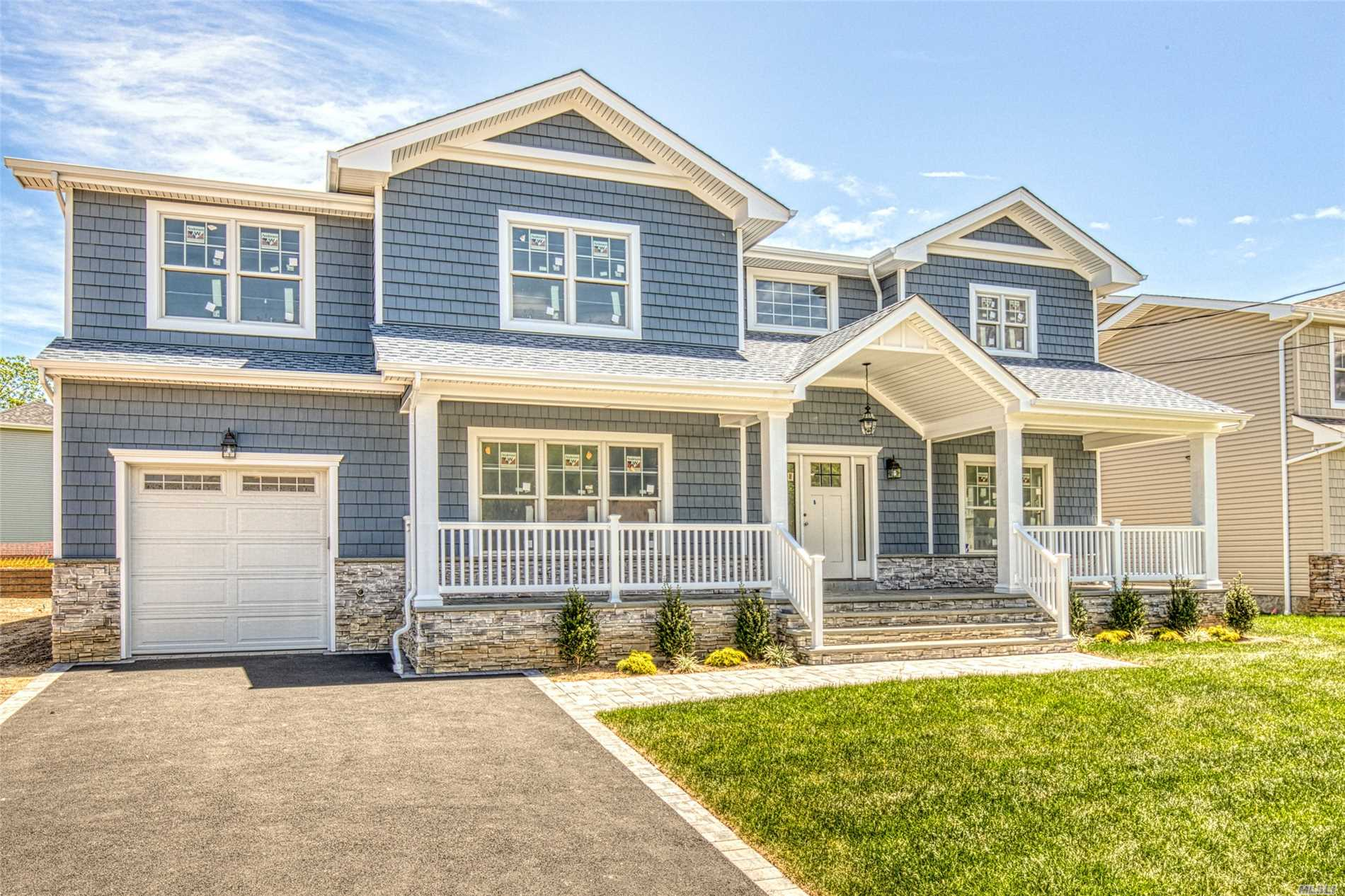 Photo of home for sale at 760 Hempstead Ave, West Hempstead NY