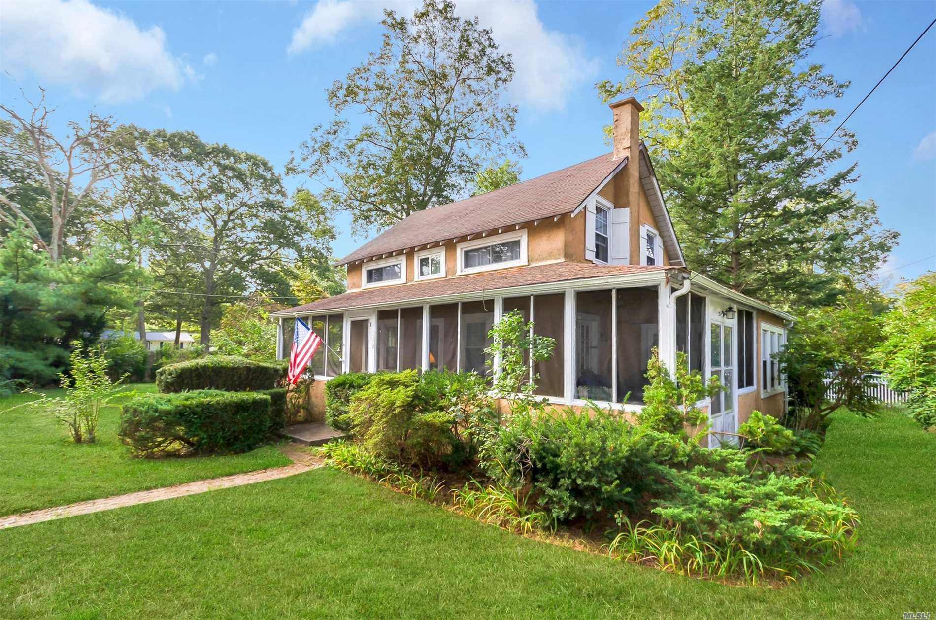Photo of home for sale at 170 Elder Dr, Mastic Beach NY